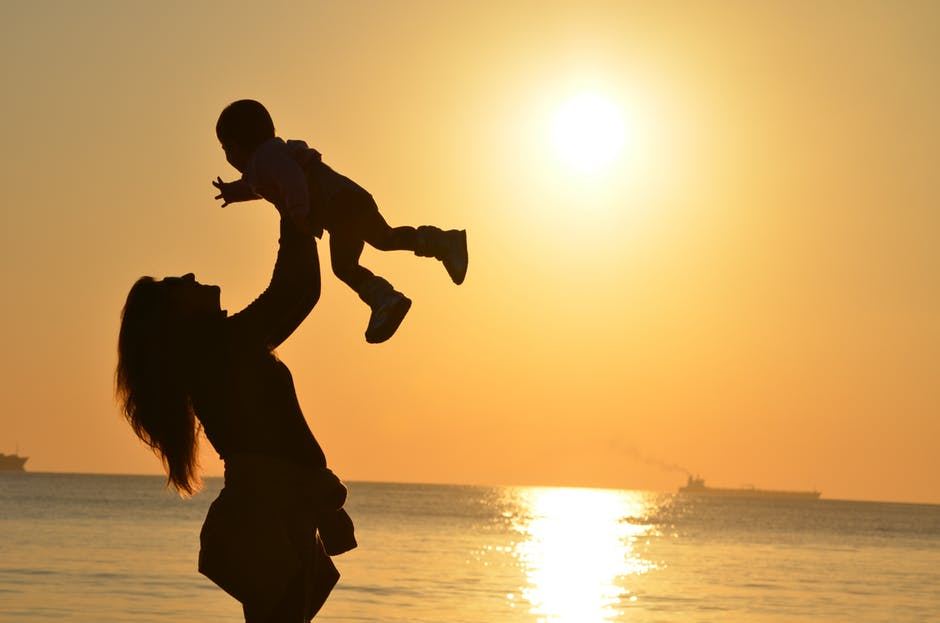 mother-daughter-love-sunset-51953