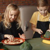 6 απλά κόλπα για να τρώει το παιδί σας όλα τα φαγητά.